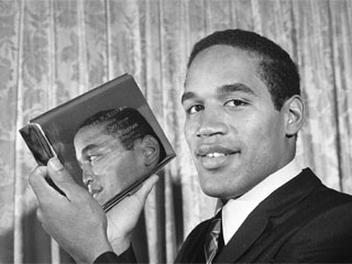 "<div class=""meta image-caption""><div class=""origin-logo origin-image ""><span></span></div><span class=""caption-text"">Southern California's O.J. Simpson displays an engraved silver case, the Maxwell Award, presented to him in Philadelphia, Jan. 20, 1969, when he was honored as college football's outstanding player of 1968.  (AP Photo/Bill Ingraham)</span></div>"