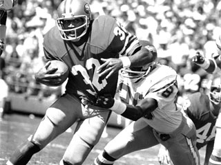 "<div class=""meta image-caption""><div class=""origin-logo origin-image ""><span></span></div><span class=""caption-text"">San Francisco 49ers O.J. Simpson (32) turns to the corner with San Diego's Willie Buchanon trying to tackle him in the first quarter of a game on Sept. 30, 1979 in San Diego. (AP Photo/Lenny Ignelzi)</span></div>"