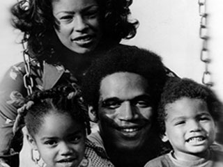"<div class=""meta image-caption""><div class=""origin-logo origin-image ""><span></span></div><span class=""caption-text"">O.J. Simpson, running back for the Buffalo Bills, poses with his wife, Marguerite, daughter Arnella, 4, and son Jason, 2, in Buffalo, N.Y., on Oct. 10, 1973. Simpson has been named by the Associated Press as the National Football League's Offensive Player of the Week.  (AP)</span></div>"