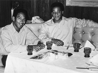 "<div class=""meta image-caption""><div class=""origin-logo origin-image ""><span></span></div><span class=""caption-text"">American football players O.J. Simpson, left, and Al Cowlings sit together at the Desert Inn in Las Vegas, Nev., on Jan. 27, 1970. ""Cowlings, 22, is the No. 1 draft for the Buffalo Bills this year, as Simpson was last year. They have been teammates since high school.""  (AP)</span></div>"